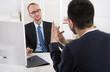 Mitarbeitergespräch: Chef und Arbeitnehmer in einem Gespräch