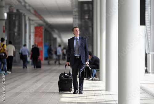 businessman travel with trolley - 71263945