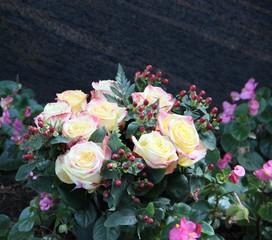 Blumen auf dem Friedhof