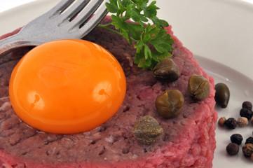 Gros plan sur un steak tartare
