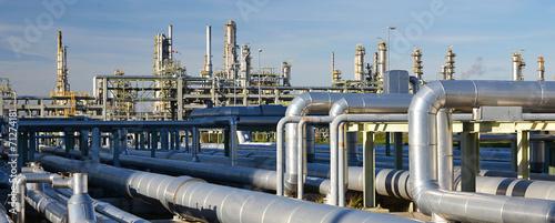 Poster Industrial geb. Rohrleitungen in einer modernen Industrieanlage