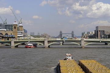 Themse mit Tower Bridge im Hintergrund, London