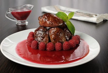Chicken liver with raspberry sauce