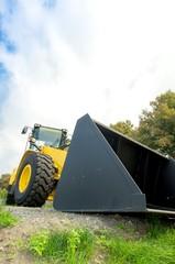 Baufahrzeuge -Neuer Radlader aus Froschperspektive