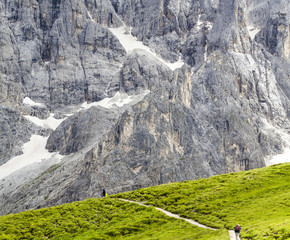 Dolomite: walking between the majesty of the mountains