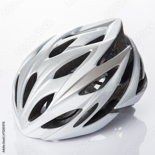 Casco protección bicicleta para hacer deporte con seguridad Poster