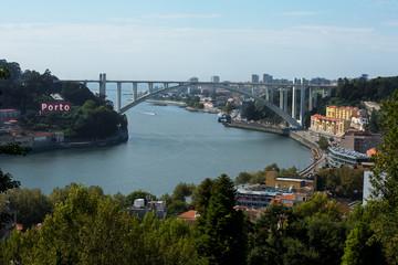 Porto Brücke zur Meerseite