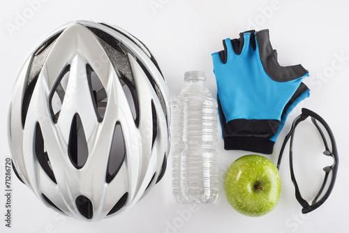 Deurstickers Fietsen Casco gafas y dieta sana para hacer ciclismo con seguridad