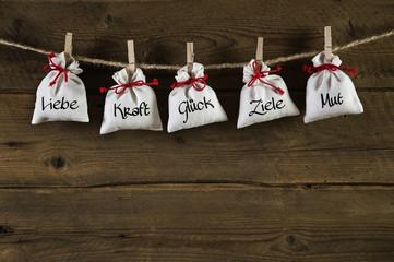 Geschenke von Herzen zum Geburtstag und als Hochzeitskarte
