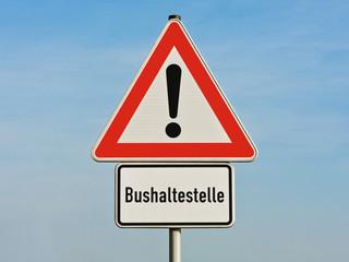 Verkehrsschild - Achtung Gefahrenstelle - Bushaltestelle