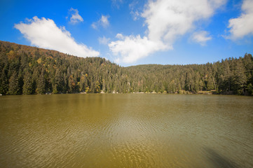 Lac de moyenne montagne