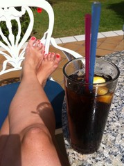 Kühler Drink und die Beine hoch legen