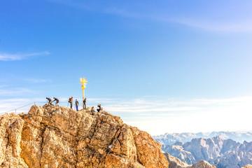 Berggipfel mit Bergsteiger