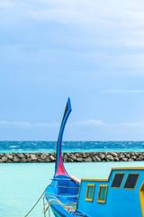 Rest in Paradise - Malediven - Türkises Fischerboot am Meer
