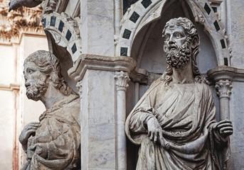 Saint statues detail