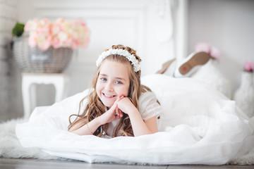 niña en la alfombra