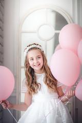 niña con los globos