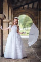 nina en vestido de comunion