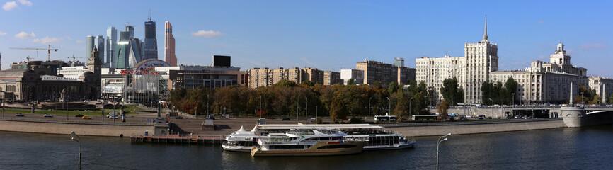 Площадь Европы у Киевского вокзала. Панорама.