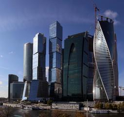 Москва Сити на набережной.