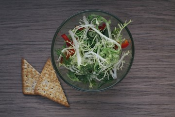 Fresh salad and crackers