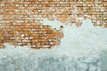 the old plastered brick wall
