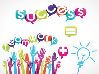 mains groupe souriant : teamwork + idea = success