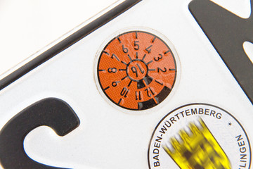 Hauptuntersuchung - Autokennzeichen mit Plakette