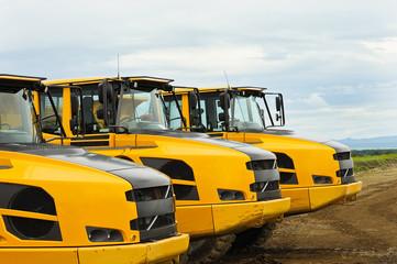 Muldenkipper LKW auf Baustelle