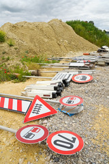 Transportable Verkehrszeichen auf Baustelle