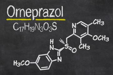 Schiefertafel mit der chemischen Formel von Omeprazol