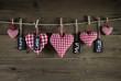 Glückwunschkarte mit roten Herzen zum Valentinstag u. Muttertag