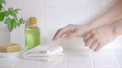 タオルを畳む手元3