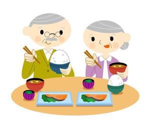 食事する老夫婦