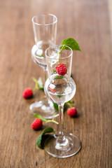 2 Gläser Himberschnaps