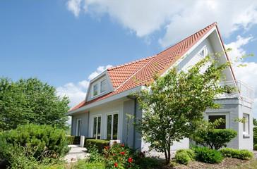 Wohnhaus mit Garten