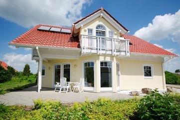 schönes Haus im Sommer