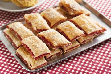 baking crispy toast with sugar and strawbery jam