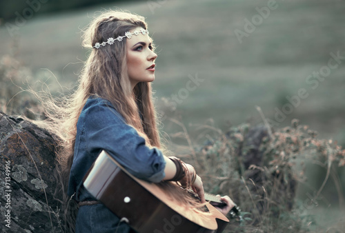 Poster Beautiful hippie girl with guitar