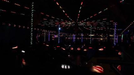 Boxautos im Discolicht beim Volksfest