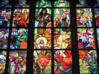 Kirchenfenster im Veitsdom in Prag