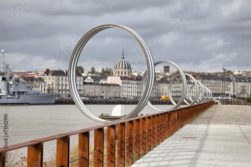 Papiers peints Ville sur l eau Rings on embankment of river Loire in Nantes