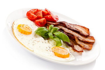 Breakfast - egg, bacon and vegetables