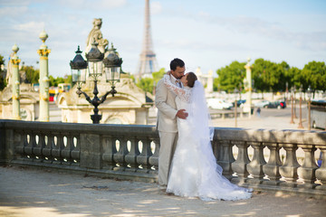 Bride and groom in the Tuileries garden of Paris