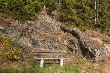 Rastplatz für Wanderer mit bank im Harz