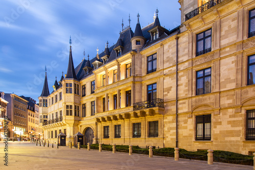 Papiers peints Con. ancienne Grand Ducal Palace in the dusk, Luxembourg city