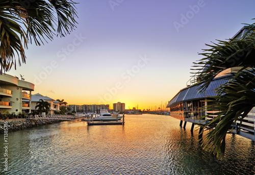 Papiers peints Ville sur l eau The bay at sunset