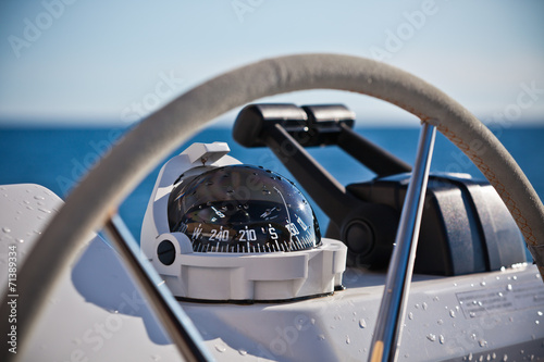 Foto Spatwand Jacht Sailing yacht control wheel and implement