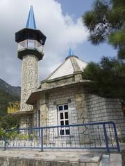 Kleine Moschee mit Minarett in Dogancay in der Türkei