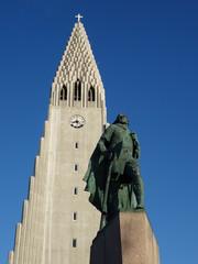 Cathédrale et Leifur Eiriksson